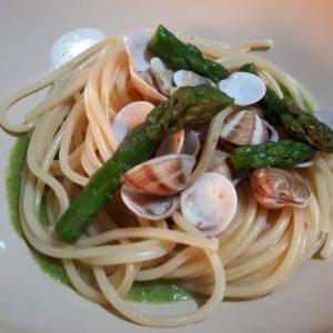 spaghetti asparagi e vongole