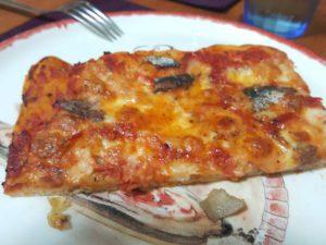 Trancio pizza rossa alici e mozzarella